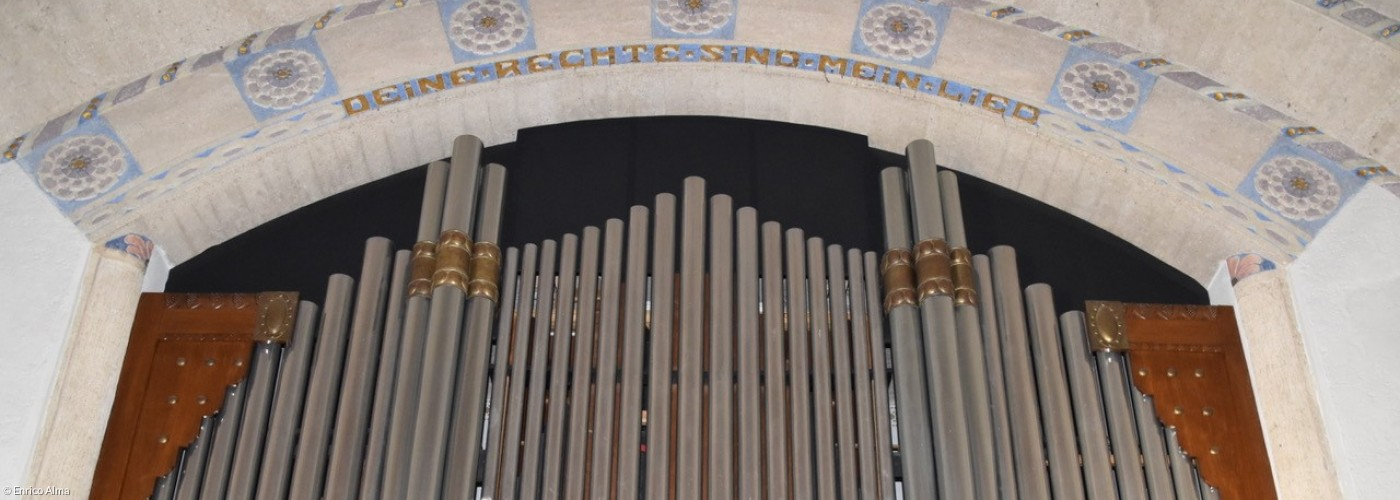 Das Orgelprospekt der Hey-Orgel in der Lutherkirche